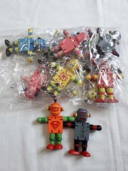 Деревянная игрушка робот