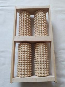 Массажер для ног деревянной