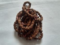 Деревянный браслет из крестиком