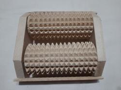 Массажер для ног деревянной на два ролика
