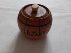 Деревянная солонка с крышкой