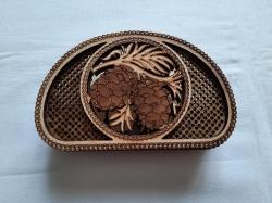 Деревянная салфетница из шишкою