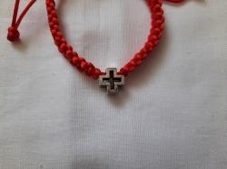 """Браслет красная нить из """"Греческим крестом"""""""