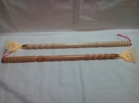 Чесалка для спины пластиковая из деревянной ручкой