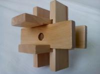 Деревянная головоломка из шаром в нутре